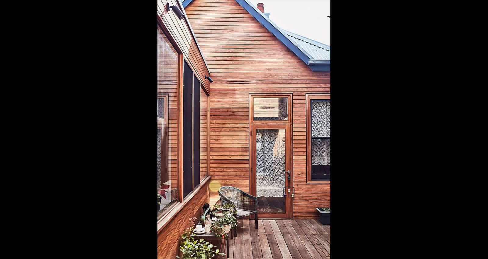 Glenlyon Rd home exterior decking